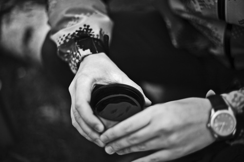 _MG_8256. canon, 50mm, hands, alone, sad, tea, russia, moscow. buy photo