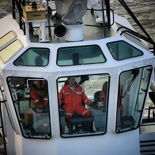 No Comando   In Command  #Itajaiacu #instashipping #zp21 #canonsx60hs #tugboat #people. square, squareformat, iphoneography, instagramapp. buy photo